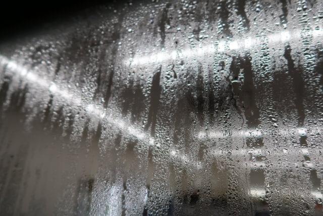窓の結露の原因